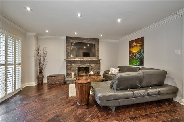 Detached at 209 Mayla Dr, Oakville, Ontario. Image 19