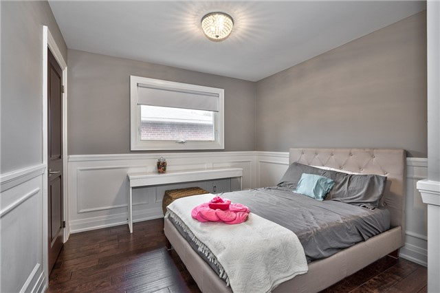 Detached at 209 Mayla Dr, Oakville, Ontario. Image 6