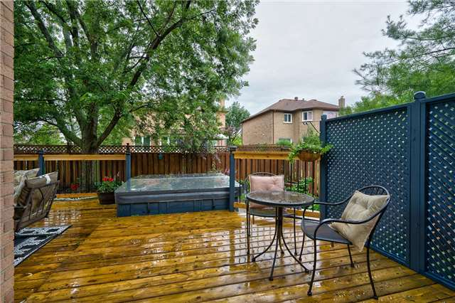 Detached at 209 Mayla Dr, Oakville, Ontario. Image 10