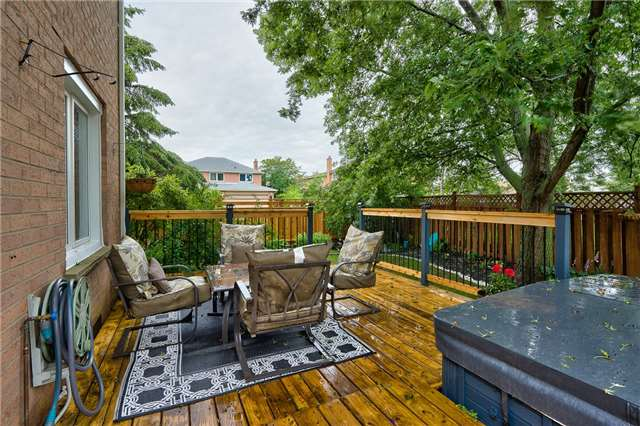 Detached at 209 Mayla Dr, Oakville, Ontario. Image 11