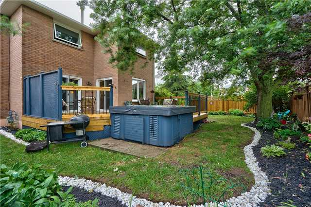 Detached at 209 Mayla Dr, Oakville, Ontario. Image 13