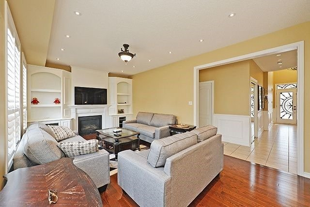 Detached at 1157 Little Cres, Milton, Ontario. Image 19