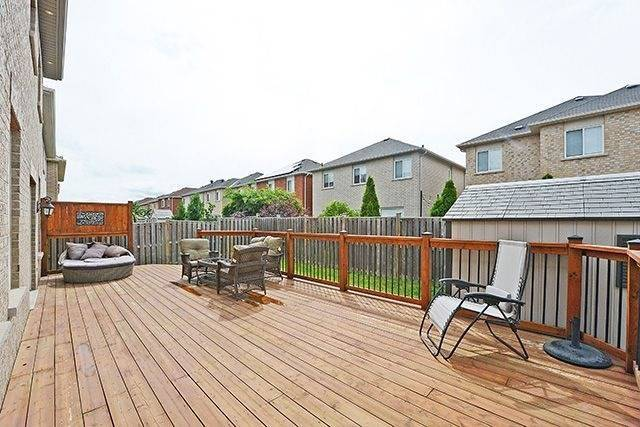 Detached at 1157 Little Cres, Milton, Ontario. Image 11