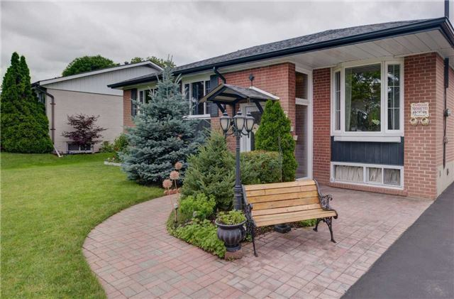 Detached at 1289 Warwick Ave, Oakville, Ontario. Image 12