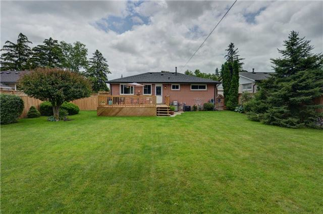 Detached at 1289 Warwick Ave, Oakville, Ontario. Image 9