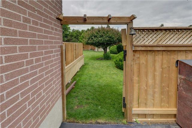 Detached at 1289 Warwick Ave, Oakville, Ontario. Image 11