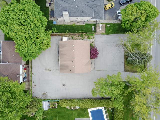 Detached at 2107 Lakeshore Rd W, Oakville, Ontario. Image 1