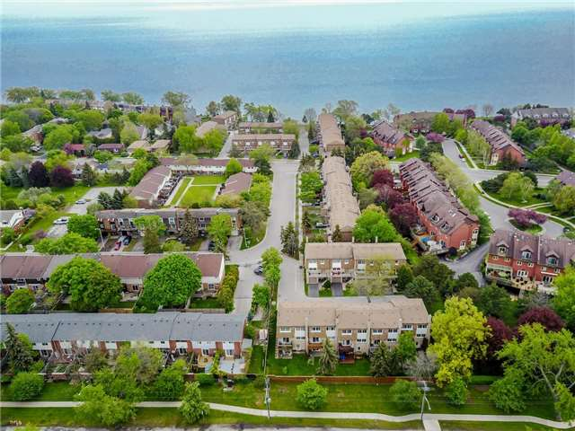 Detached at 2107 Lakeshore Rd W, Oakville, Ontario. Image 13