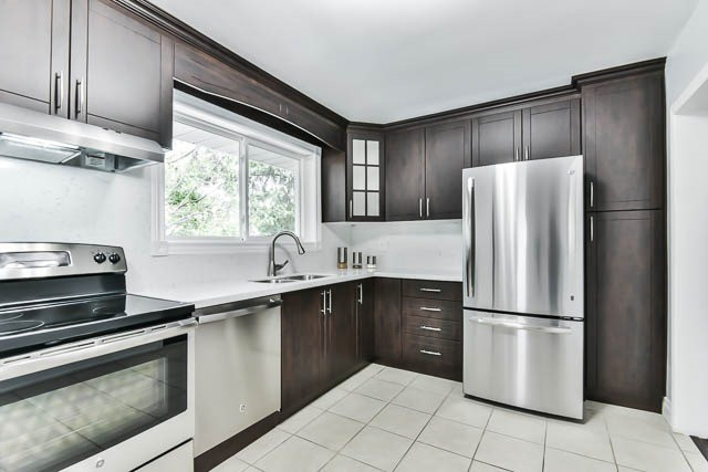 Detached at 9 Quinby Crt, Toronto, Ontario. Image 18