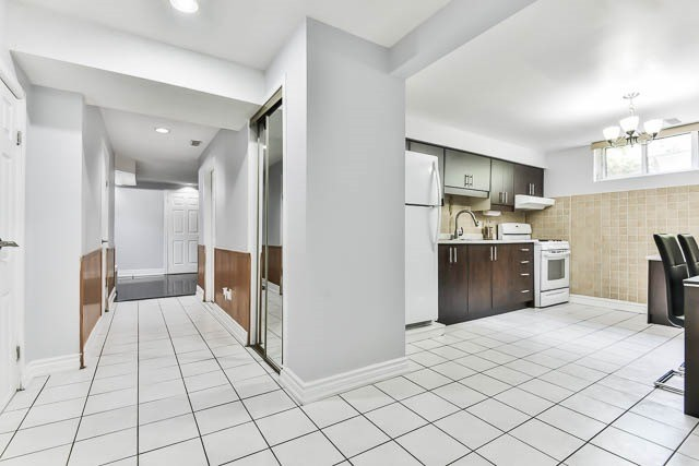 Detached at 9 Quinby Crt, Toronto, Ontario. Image 5