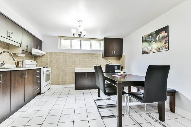 Detached at 9 Quinby Crt, Toronto, Ontario. Image 6