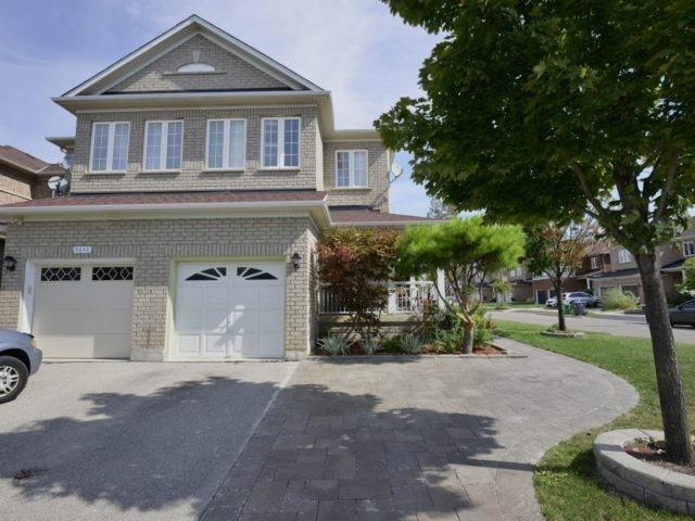 Semi-detached at 3541 Fountain Park Ave, Mississauga, Ontario. Image 12