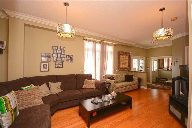 Semi-detached at 3541 Fountain Park Ave, Mississauga, Ontario. Image 16