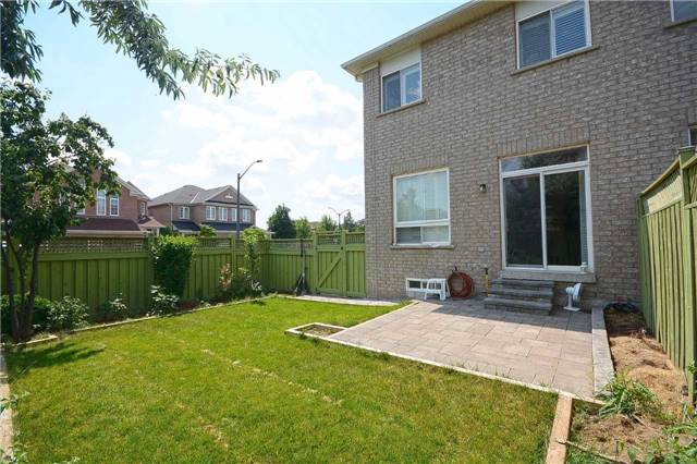 Semi-detached at 3541 Fountain Park Ave, Mississauga, Ontario. Image 13