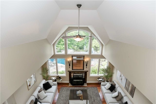 Detached at 4 Highcrest Rd, Caledon, Ontario. Image 2