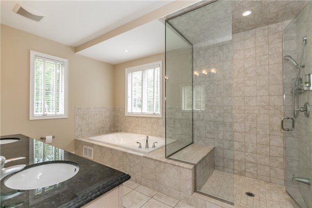 Detached at 4 Highcrest Rd, Caledon, Ontario. Image 10