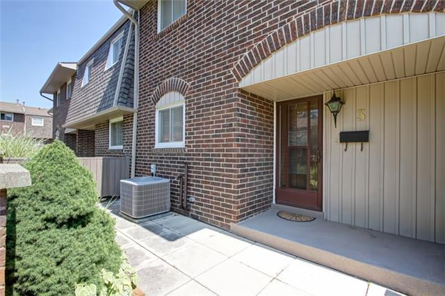Condo Townhouse at 1302 Guelph Line, Unit 3, Burlington, Ontario. Image 12