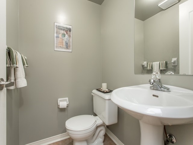 Condo Townhouse at 7190 Atwood Lane, Unit 56, Mississauga, Ontario. Image 4