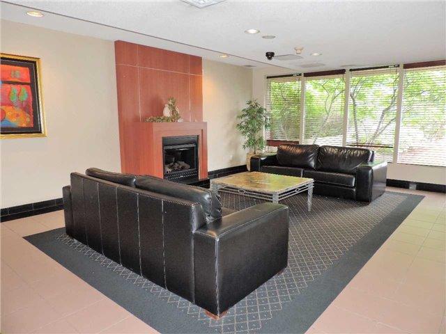 Condo Apartment at 145 Hillcrest Ave, Unit 1613, Mississauga, Ontario. Image 10