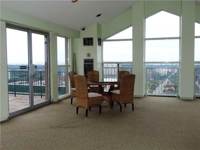 Condo Apartment at 145 Hillcrest Ave, Unit 1613, Mississauga, Ontario. Image 13
