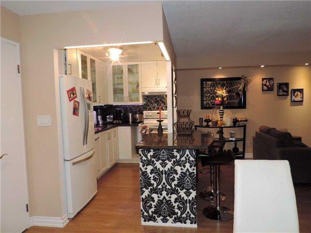 Condo Apartment at 145 Hillcrest Ave, Unit 1613, Mississauga, Ontario. Image 14