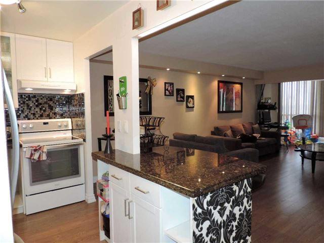 Condo Apartment at 145 Hillcrest Ave, Unit 1613, Mississauga, Ontario. Image 15