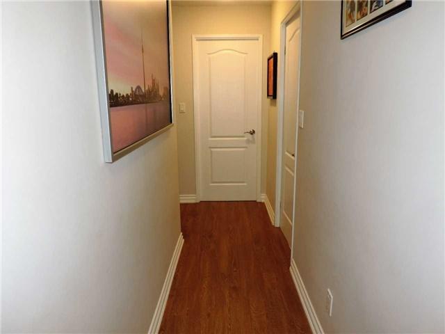 Condo Apartment at 145 Hillcrest Ave, Unit 1613, Mississauga, Ontario. Image 17
