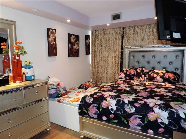 Condo Apartment at 145 Hillcrest Ave, Unit 1613, Mississauga, Ontario. Image 2