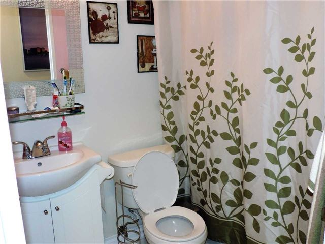 Condo Apartment at 145 Hillcrest Ave, Unit 1613, Mississauga, Ontario. Image 3