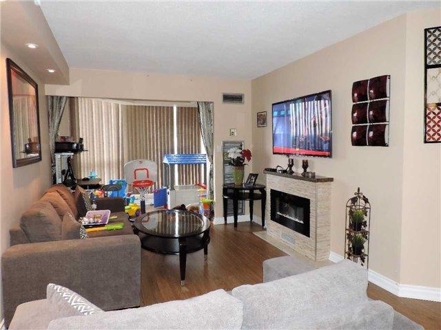 Condo Apartment at 145 Hillcrest Ave, Unit 1613, Mississauga, Ontario. Image 4