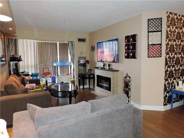 Condo Apartment at 145 Hillcrest Ave, Unit 1613, Mississauga, Ontario. Image 5