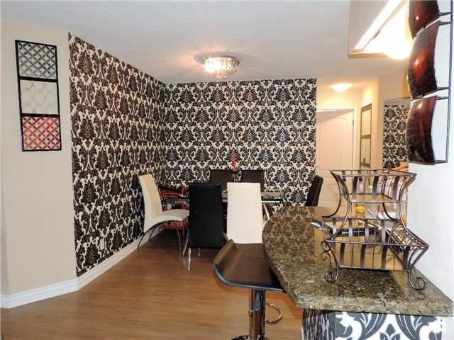 Condo Apartment at 145 Hillcrest Ave, Unit 1613, Mississauga, Ontario. Image 6