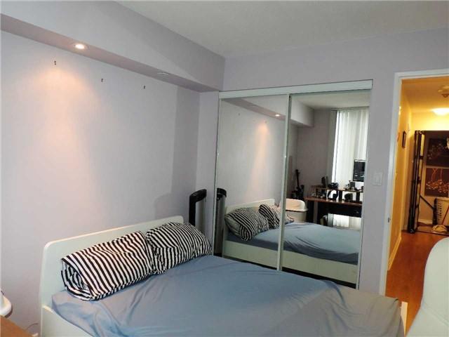 Condo Apartment at 145 Hillcrest Ave, Unit 1613, Mississauga, Ontario. Image 7