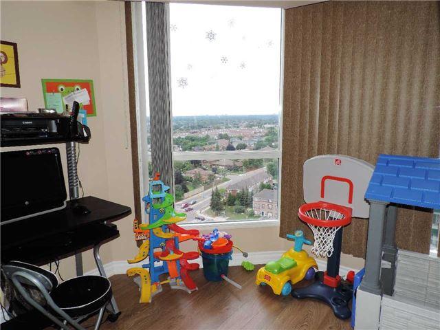 Condo Apartment at 145 Hillcrest Ave, Unit 1613, Mississauga, Ontario. Image 8