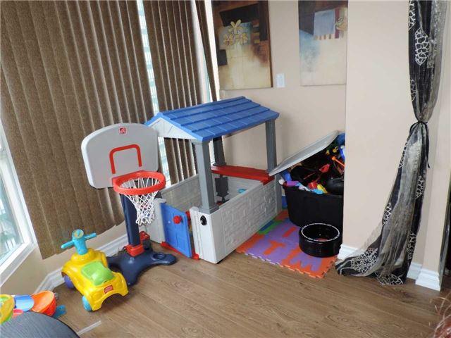 Condo Apartment at 145 Hillcrest Ave, Unit 1613, Mississauga, Ontario. Image 9