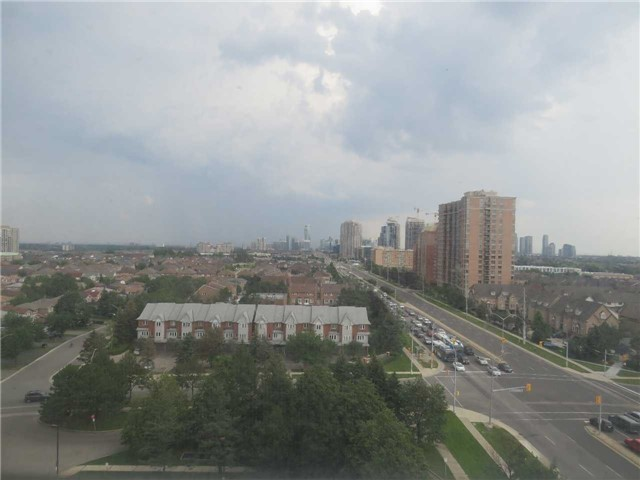 Condo Apartment at 25 Trailwood Dr, Unit 1108, Mississauga, Ontario. Image 12