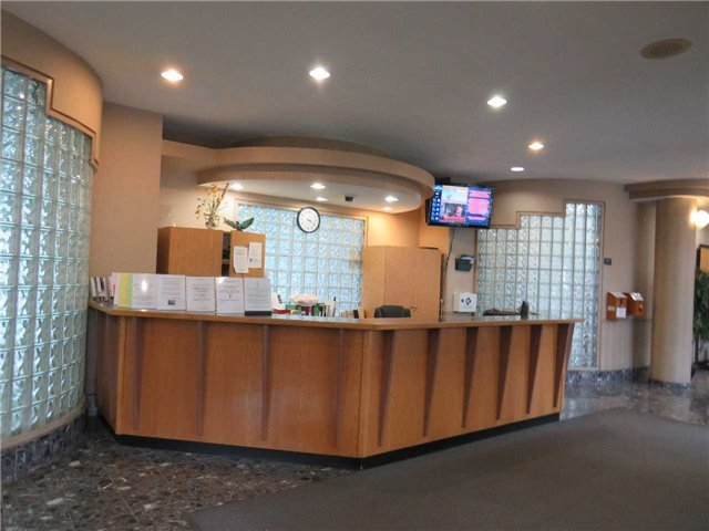 Condo Apartment at 25 Trailwood Dr, Unit 1108, Mississauga, Ontario. Image 15