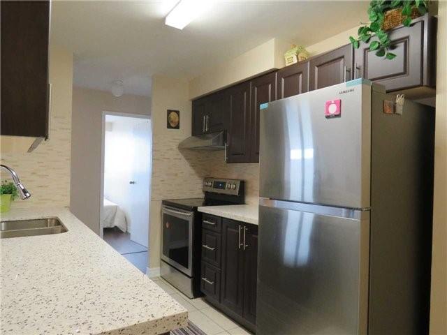 Condo Apartment at 25 Trailwood Dr, Unit 1108, Mississauga, Ontario. Image 16