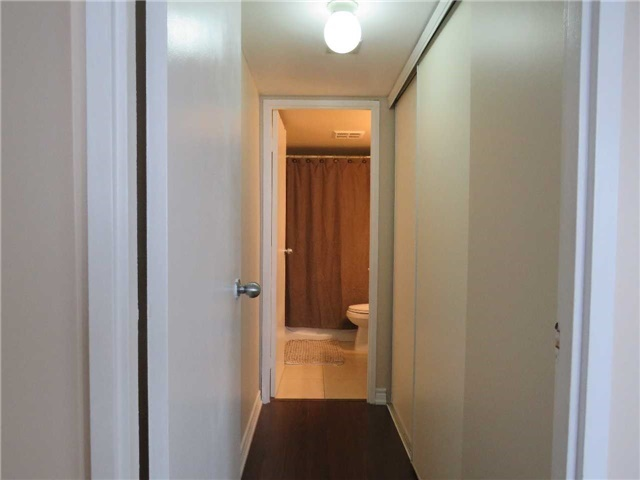 Condo Apartment at 25 Trailwood Dr, Unit 1108, Mississauga, Ontario. Image 17
