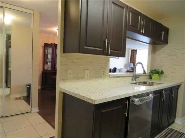 Condo Apartment at 25 Trailwood Dr, Unit 1108, Mississauga, Ontario. Image 18