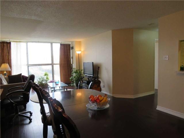 Condo Apartment at 25 Trailwood Dr, Unit 1108, Mississauga, Ontario. Image 2