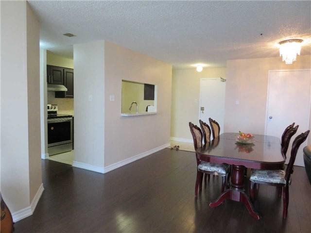 Condo Apartment at 25 Trailwood Dr, Unit 1108, Mississauga, Ontario. Image 3