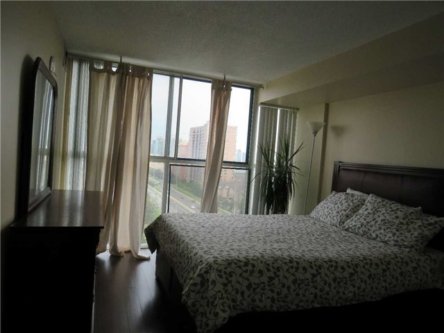 Condo Apartment at 25 Trailwood Dr, Unit 1108, Mississauga, Ontario. Image 6