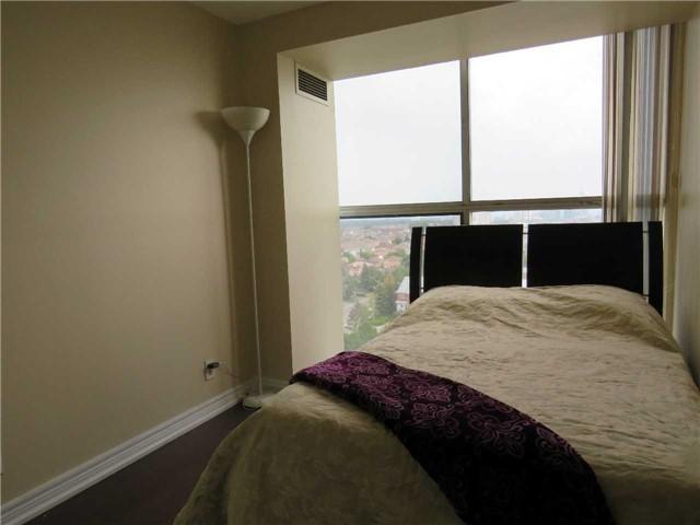 Condo Apartment at 25 Trailwood Dr, Unit 1108, Mississauga, Ontario. Image 7