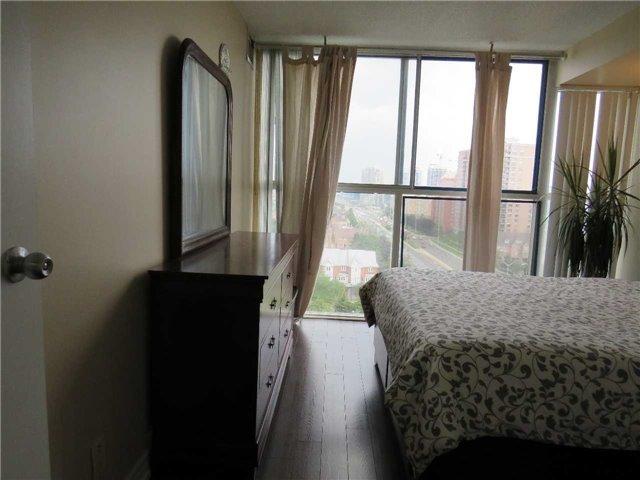 Condo Apartment at 25 Trailwood Dr, Unit 1108, Mississauga, Ontario. Image 8