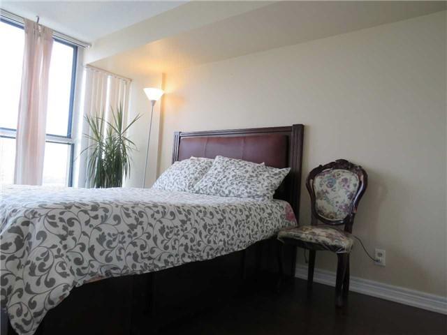 Condo Apartment at 25 Trailwood Dr, Unit 1108, Mississauga, Ontario. Image 9