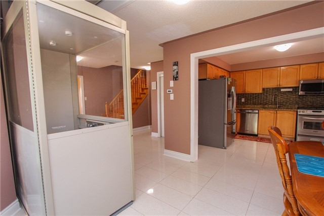 Detached at 328 Edenbrook Hill Dr E, Brampton, Ontario. Image 2