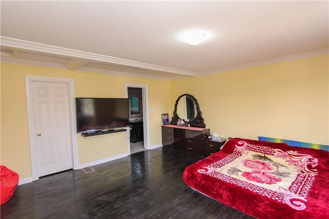 Detached at 328 Edenbrook Hill Dr E, Brampton, Ontario. Image 7
