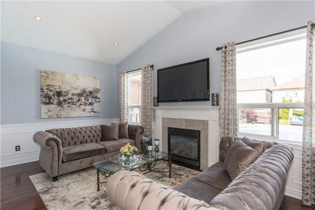 Detached at 164 Cooke Cres, Milton, Ontario. Image 19