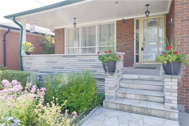 Detached at 47 Northcrest Rd, Toronto, Ontario. Image 12